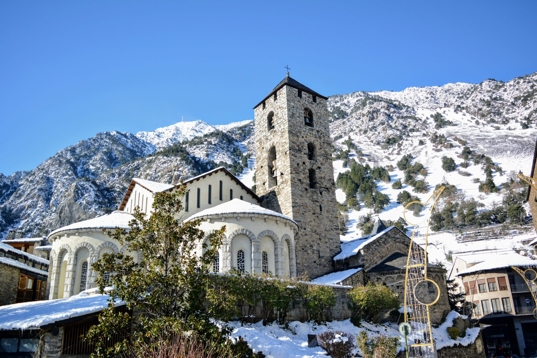 Церковь Св. Арменголя - одна из двух достопримечательностей Андорры. Andorra la vella